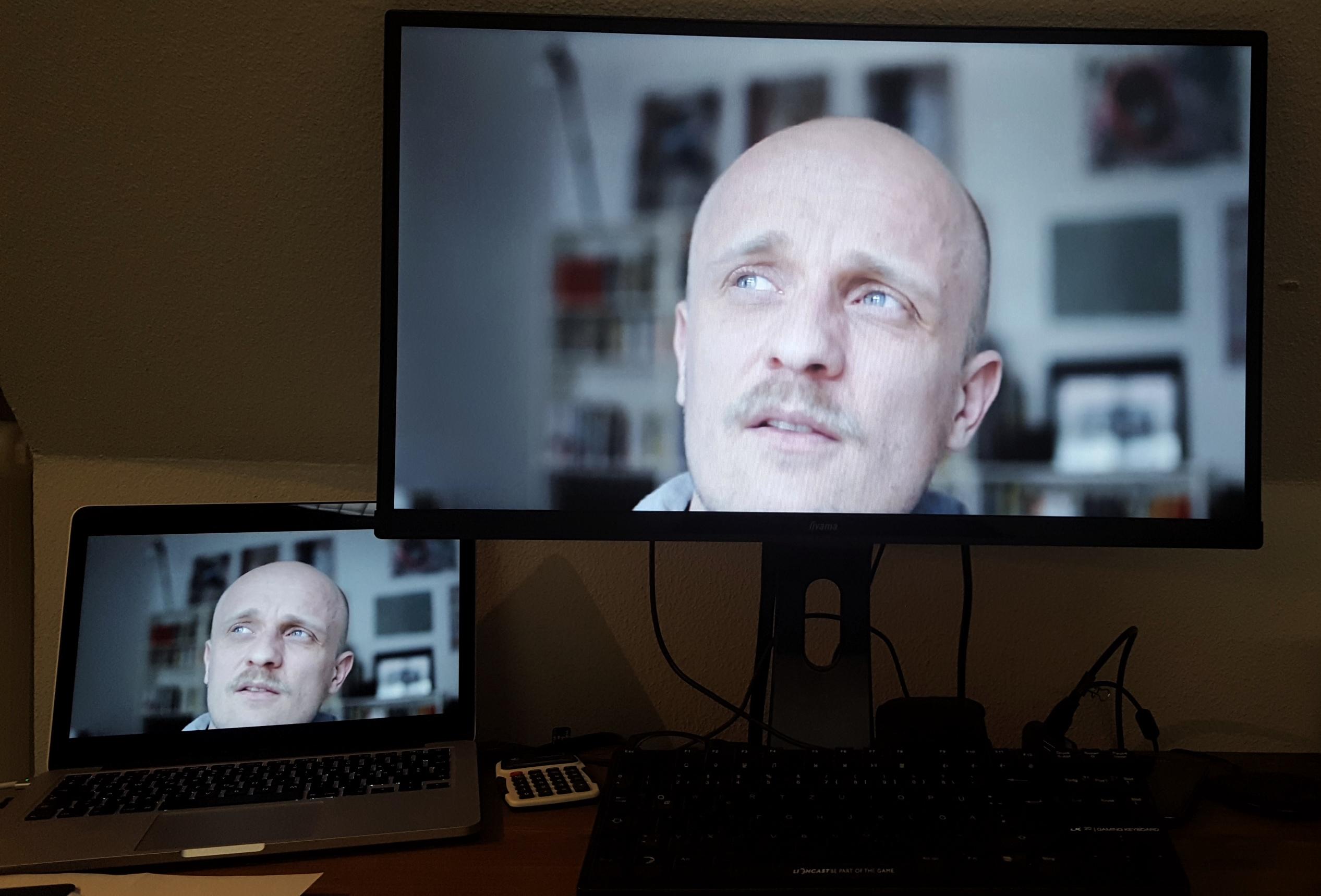 CH auf zwei Monitoren im Schnittraum